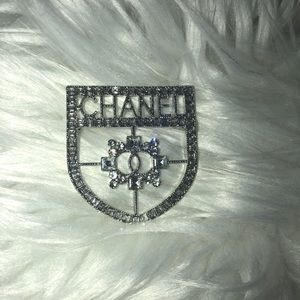 Statement crystal shield crest luxury brooch pin